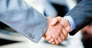 Close-up-of-two-businessmens-handshake